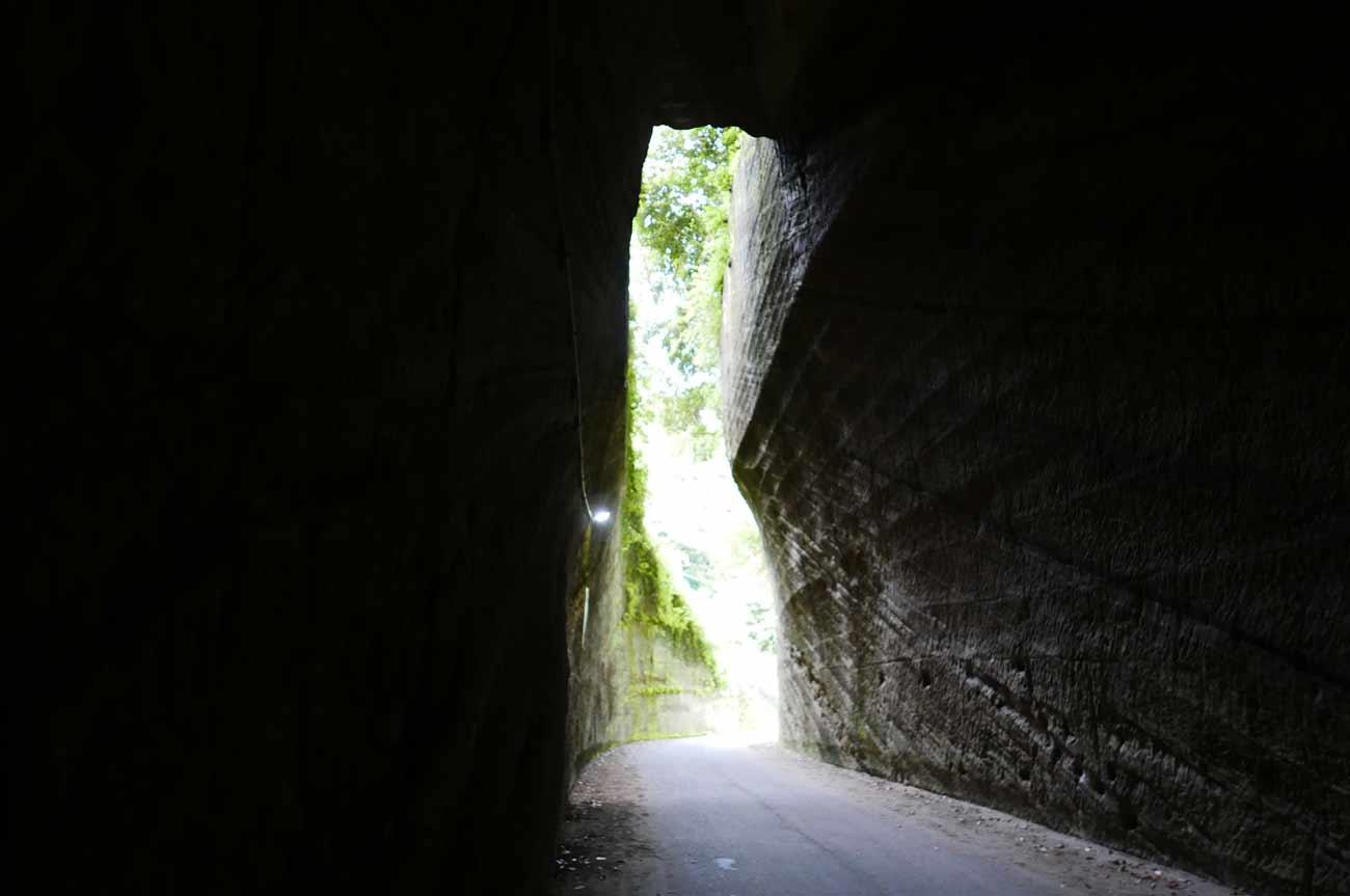 燈籠坂大師トンネルの内部
