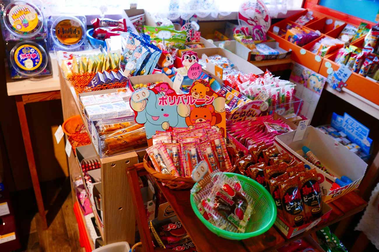 駄菓子コーナー(ボンタンアメ、アンズ)